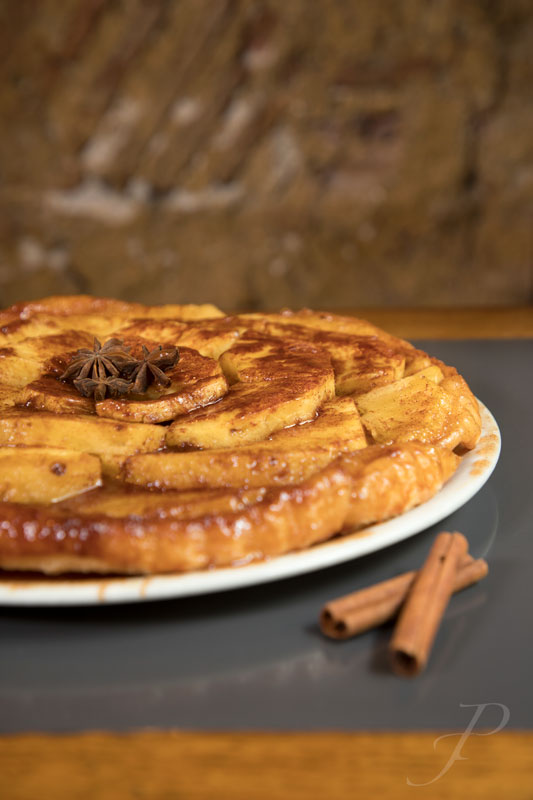 food-restaurant-lisbon-tart-apples-cinnamon