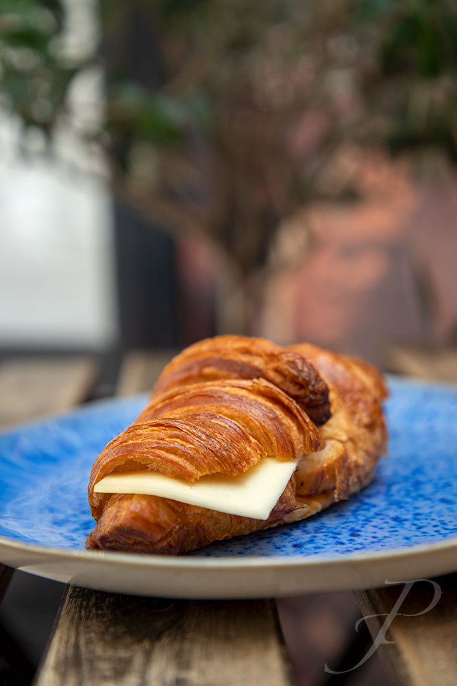 food-restaurant-lisbon-composition-french-bakery-cheese-croissant